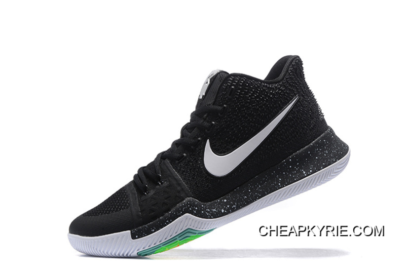 "uk availability 5d9bb 5a448 Nike Kyrie 3 ""Christmas"" Online"